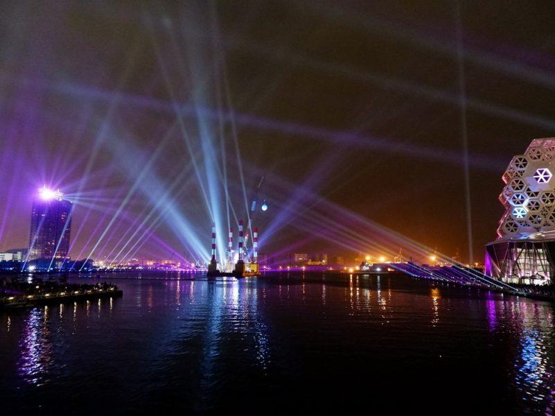港灣的聲光秀表演