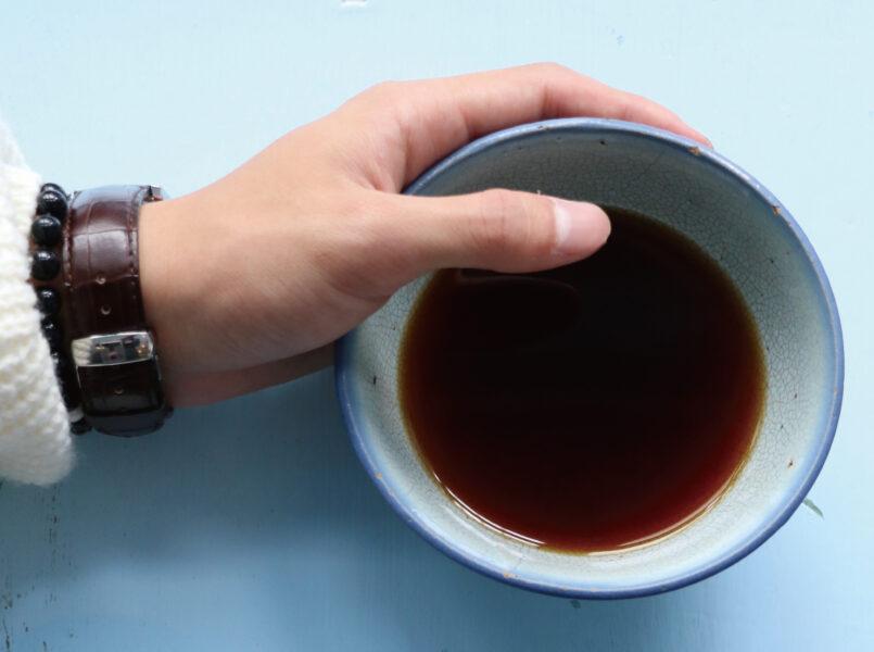 お椀のコーヒー